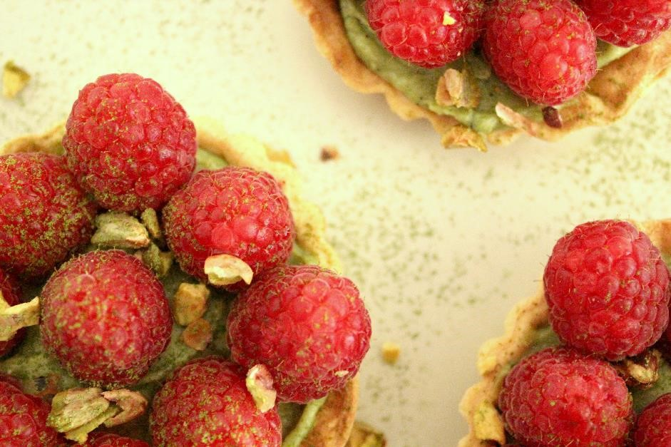 Green tea and raspberry tartlets 2