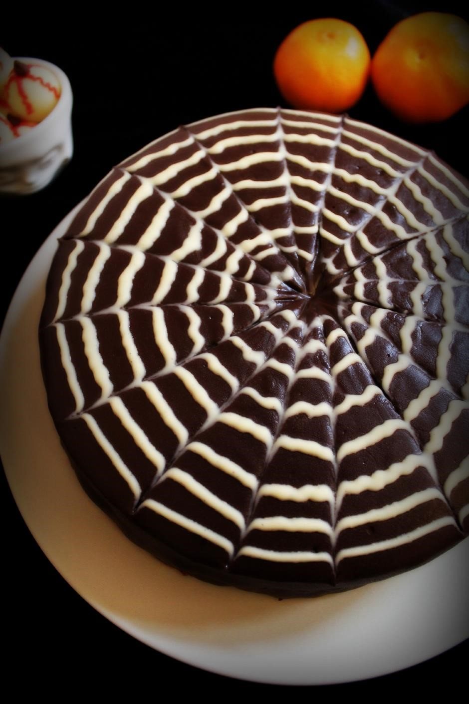 How To Make A Spiderweb Design On A Cake